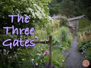 Three_Gates